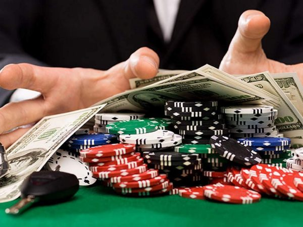 Some easy ways to earn money online by playing poker games